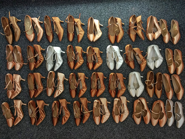 many_dance_shoes_l-1
