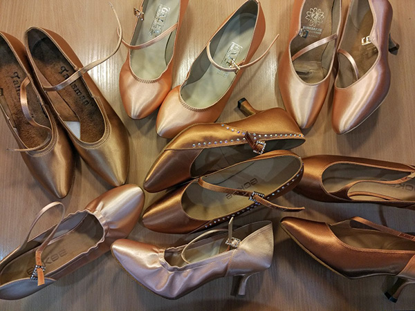 many_dance_shoes_l-2
