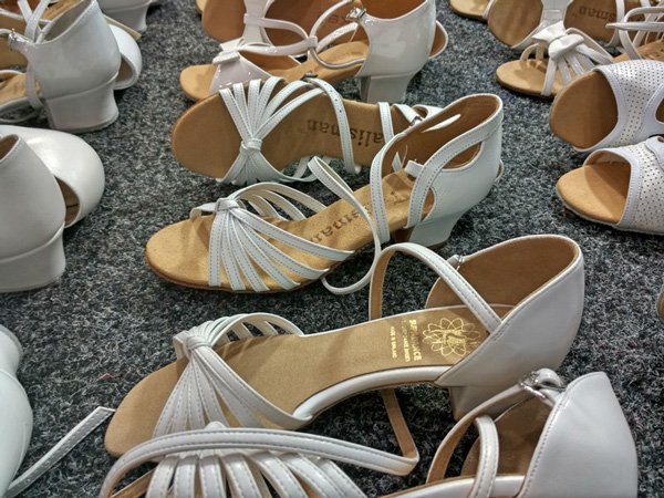 many_dance_shoes_m-2